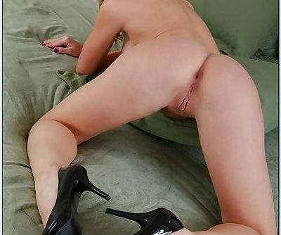 Super hot blonde with a great pair of tits sits on his dick with cunt