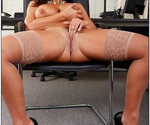 Wet pussy on this pretty milf in a lace bra and gorgeous stockings