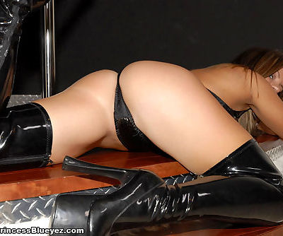 Kinky blonde babe in sexy black latex lingerie