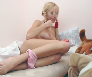 Arousing 19 chicito jacking off in her pigtails