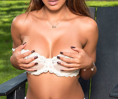 Busty babe with soft skin amazes with her staggering nude solo outdoor show