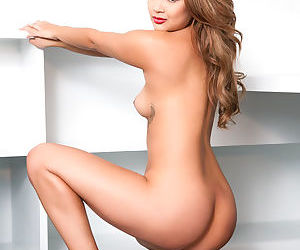 Perky tits gal likes to please with her staggering nude solo show