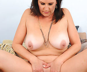 Sexy mature brunette sterling lets her huge knockers hang while spreading nude - part 1433