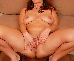 Beautiful mature babe jessica red fingering her pussy - part 1758