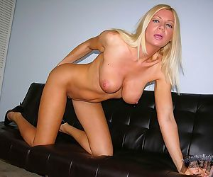 Amateur busty milf christina spreading pussy lips - part 2399