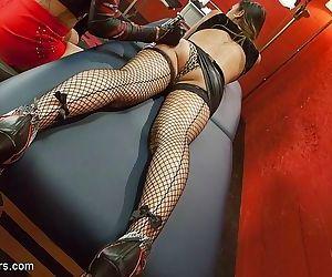 Venus lux seduces and fucks tattoo girl jesscia creepshow in her - part 649