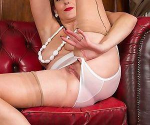 Older huntingdon smyth naked in red high heels - part 2641