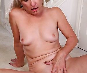 Older amateur rebecca hill spreads her shaved pussy - part 542