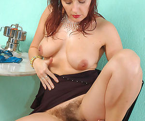 Hairy pussy and unshaven pits on this over 30 milf - part 974