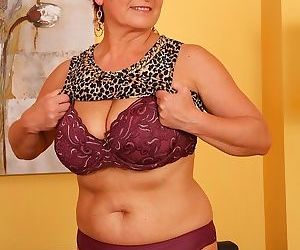 Busty older amateur jesica hot toying her twat - part 1769