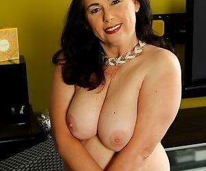 Thick curvy mature woman kata toys her wet pussy. - part 594