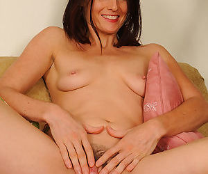 Jasmine shows her 38 yo pussy - part 2546