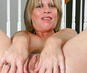 This blonde housewife got a phat pussy - part 2692