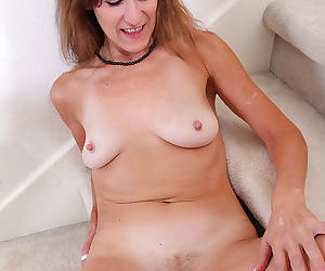 Elegant milf jay dee undresses and spreads her mature pussy - part 875