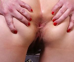 Older amateur lexy lou spreading her hairy pussy - part 1554