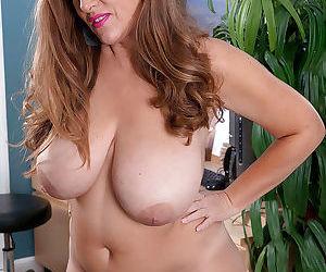 MILF plumper Janessa Loren unveils huge saggy boobs and shaved vagina - part 2