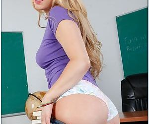 Lexi Belle – amazingly hot blond teen with trimmed pussy