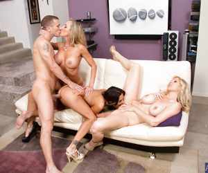 Wooing cougars make some cum swapping action after foursome with a lucky lad