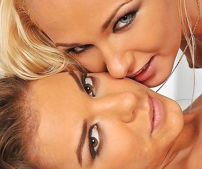 Gonzo babes Henessy and Ivana Sugar enjoying an wild threesome sex