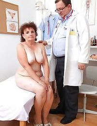 Riches granny concerning bearded cunt gets examed at the end of one\'s tether a dirty-minded gyno