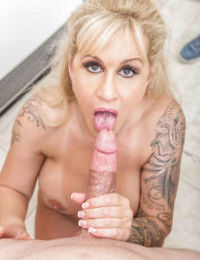 Leggy blonde mom Ryan Connor taking creampie on bald pussy