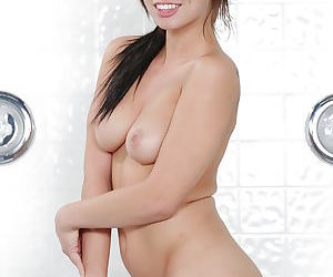 Leggy pornstar Aidra Fox showing off trimmed vagina in the shower - part 2