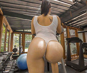 Wet Asian babe London Keyes is revealing her ass while working out - part 2