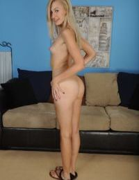 Blonde solo model Alexa Grace stripping naked for casting couch debut