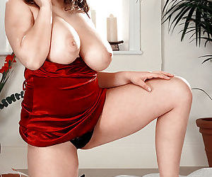 Sexy MILF Kerry Marie uncovering huge natural boobs while getting naked