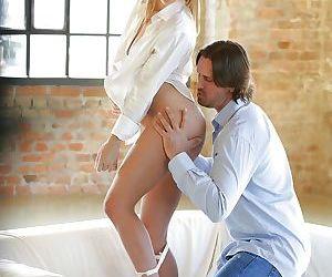 Blonde pornstar Angel Piaff having shaved vagina fingered while kissing