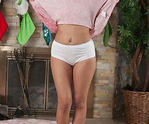 Amateur cutie Josie Jagger showing off her newly bald teen vagina