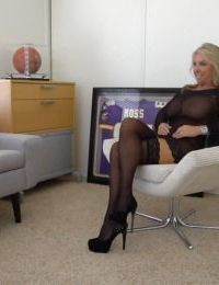 Stocking clad mature housewife Sandra Otterson strutting for babe photos - part 2