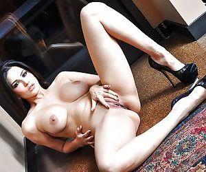 Dreamy Indian pornstar Sunny Leone needs to pose on camera - part 2