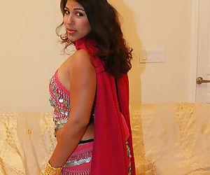 Fully clothed Indian female Shari flashing upskirt big butt - part 2