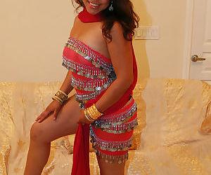 Fully clothed Indian female Shari flashing upskirt big butt