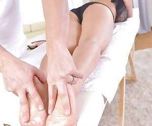 Buxom Asian MILF Tigerr Benson having barefeet massaged and jizzed on