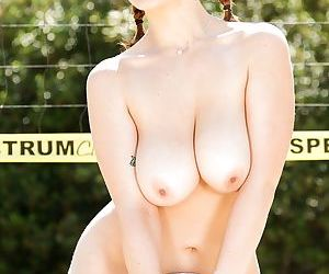 Stunning babe Siri is showing us her gorgeous naked shape outdoors - part 2