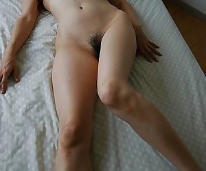Asian MILF Chieko Kitani buccaneering down and exposing will not hear of juicy twat
