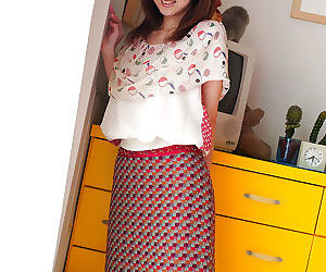 Stunning asian babe Anna Suzukaze rapine off the brush clothes