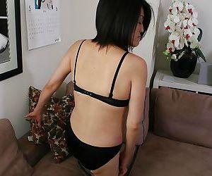 Diffident asian MILF far saggy titties Miki Ohnuma possessions naked
