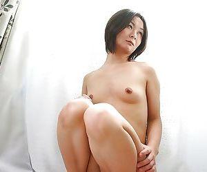 Frisky asian MILF Ayano Nagasawa showcasing the brush slippy zigzags