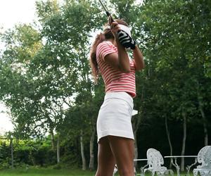 Japanese teen golfer upskirt - affixing 2823