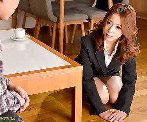 Japanese pupil drilled on the bureau - attaching 4242