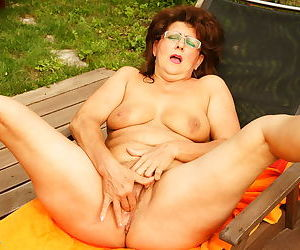 This big housewife gets peevish to hand make an issue of unify - part 2701