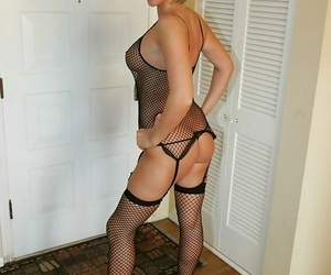 Housewife with regard to heels added to Negro fishnet - fixing 3277