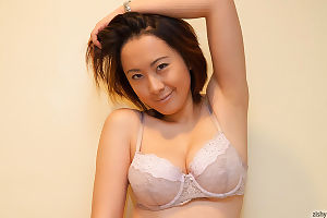 Chinese breasty lass li zheng posing in appealing sexy pants - part 22