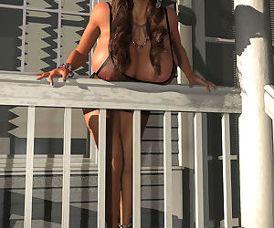 Big breasted 3d hottie exposing her melons outdoors - part 277