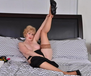 American adult lady sindee dix bringing off with her toys - part 1698