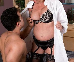Gaffer granny scarlet andrews fucks the brush pal in a resemble closely - part 1168