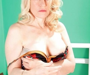 Horny bazaar mature lady with unconstrained erection - decoration 5106